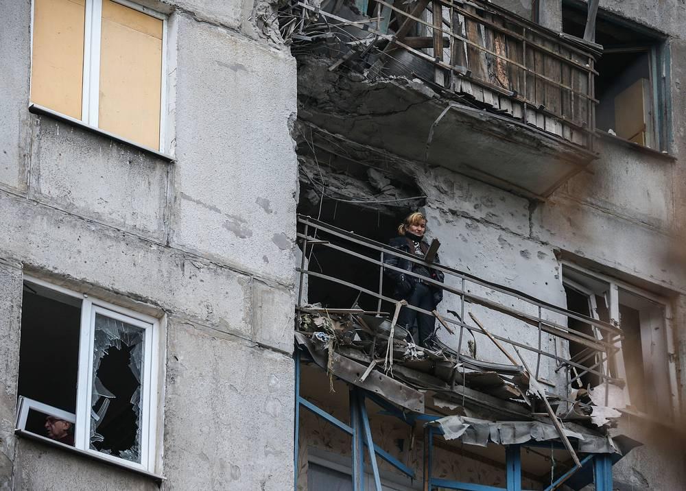 По данным министерства обороны Донецкой народной республики, жертвами обстрела Горловки за прошедшие выходные стали 6 человек, 20 пострадали. На фото: разрушенный дом в Горловке Донецкой области