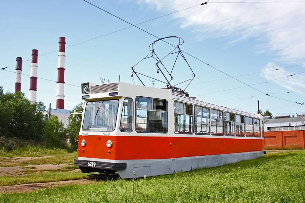 Ленинградский Моторный образца 1968 года. Построен ВАРЗом в 1974 году