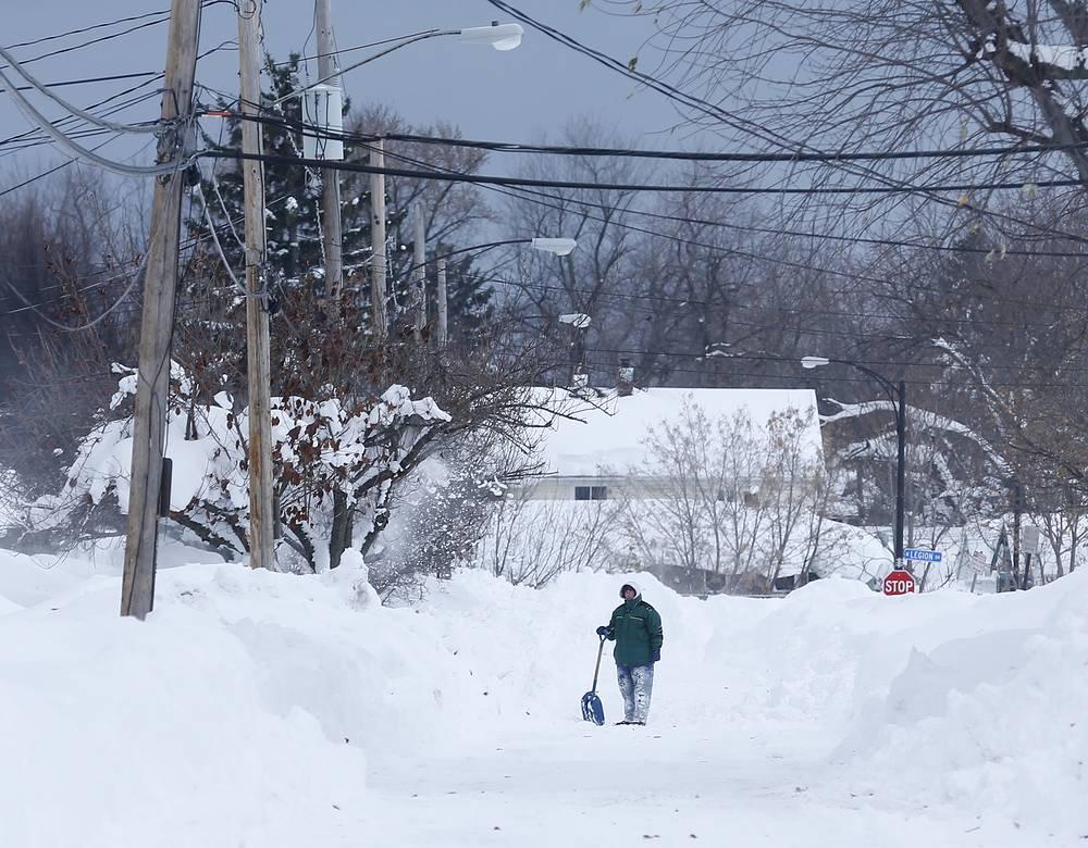На северо-востоке США прошли аномально сильные снегопады. Наиболее тяжелая ситуация сложилась в штате Нью-Йорк