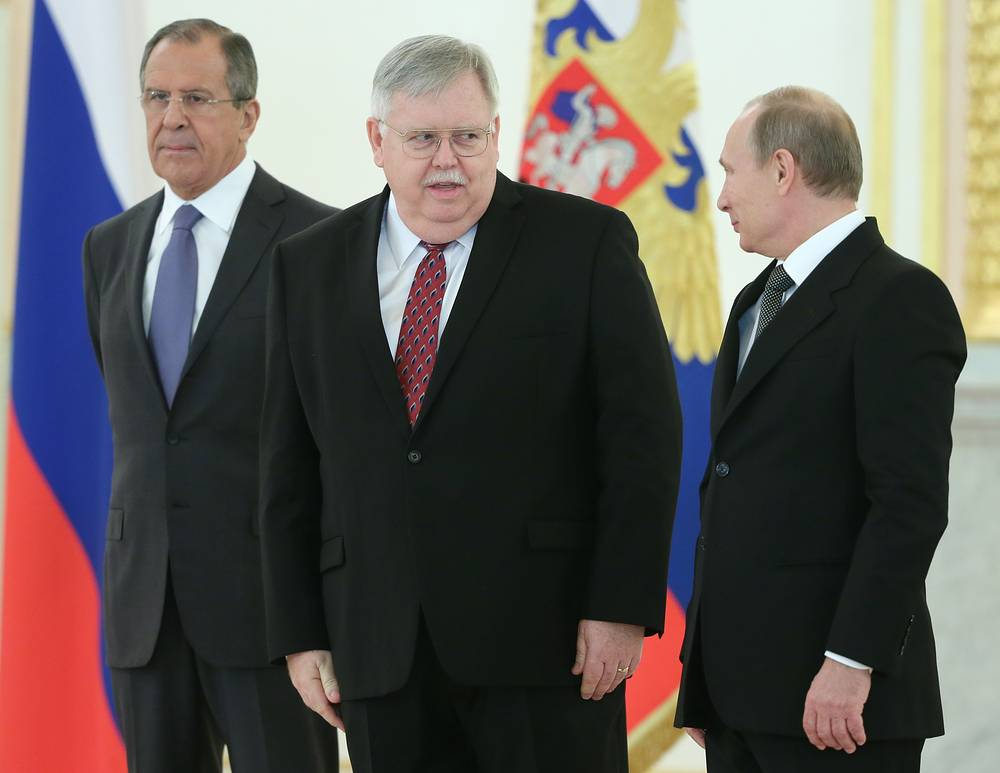 Россия готова к сотрудничеству с США на основе невмешательства во внутренние дела и равноправия. Об этом заявил новому послу США Джону Теффту президент РФ Владимир Путин на церемонии вручения верительных грамот