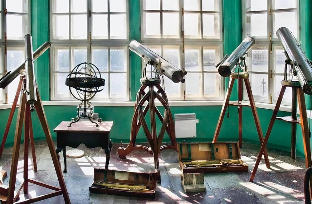 """Южный павильон Кунскамеры. Экспозиция """"Первая астрономическая обсерватория Академии наук"""""""