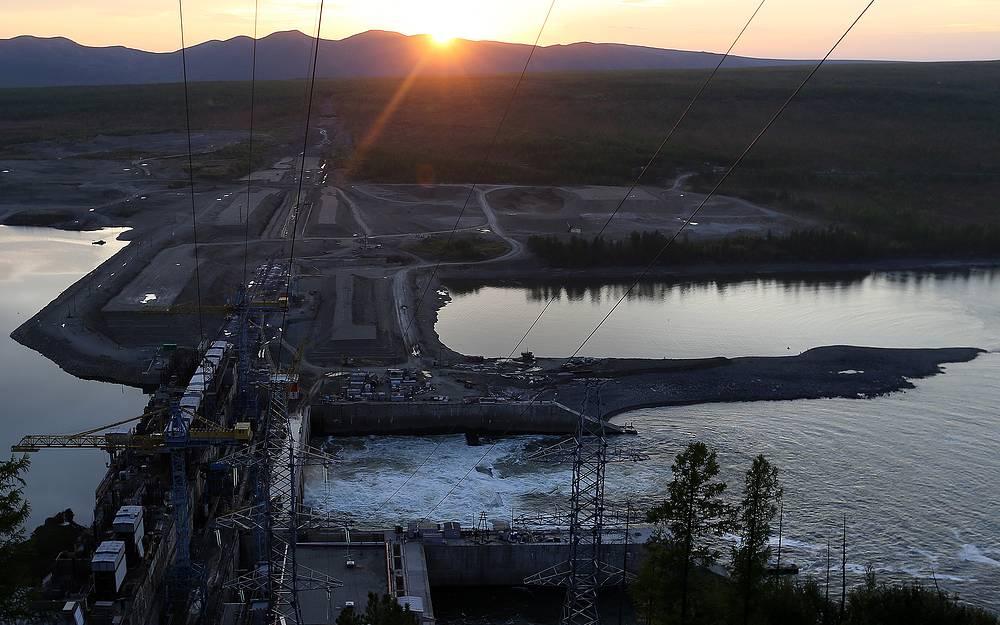 5 ноября. Вид на Усть-Среднеканскую ГЭС, Магаданская область