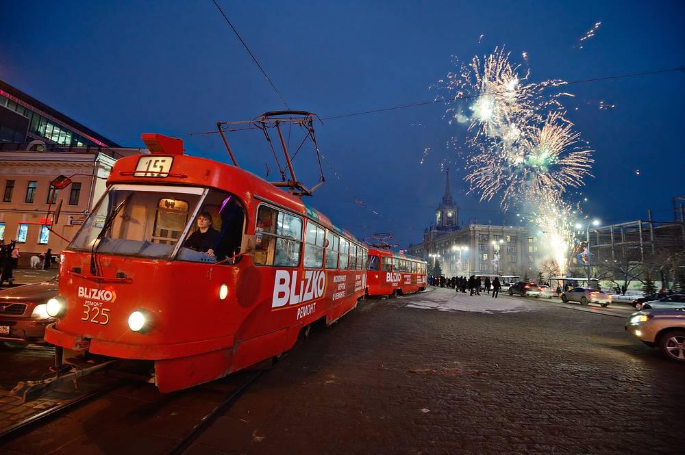Фейерверк в ледовом городке на площади 1905 года в Екатеринбурге. 2013 год