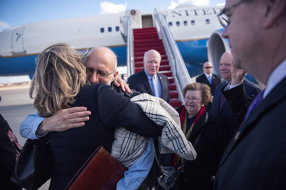 Ранее Белый дом заявлял, что освобождение Алана Гросса способствовало бы установлению более конструктивных отношений между Вашингтоном и Гаваной. На фото: Алан Гросс после возвращения в США, 17 декабря 2014 года