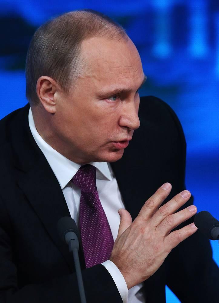 """Первые заявления российского лидера касались экономической ситуации в России. Он считает, что рубль продолжит укрепляться: """"Надеюсь на то, что сегодняшнее и вчерашнее снижение курсов иностранной валюты и повышение стоимости рубля сохранится"""""""