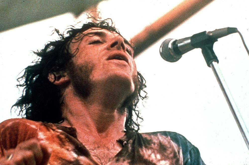 Всемирная известность пришла к Джо Кокеру в 1969 году, на рок-фестивале в Вудстоке, где его версия битловской With a little Help of my Friends стала классикой блюз-рока, 1969 год