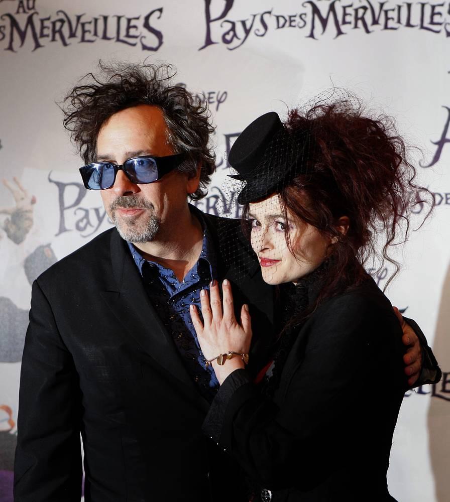 """Тим Бертон и Хелена Бонэм Картер на французской премьере """"Алисы в стране чудес"""" в Париже. 2010 год"""
