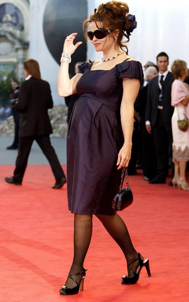 Хелена Бонэм Картер на 64-м Венецианском кинофестивале. 2007 год.  У Тима Бертона и Хелены Бонэм Картер двое детей: сын Билли Рэймонд, родившийся в 2003 году, и дочь Нелл, родившаяся в 2007 году