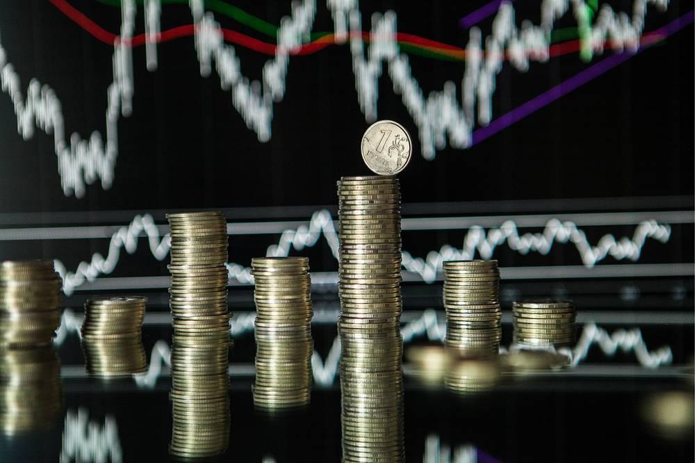 Курс доллара к рублю на Московской бирже по состоянию на 14.10 мск 26 декабря вырос на 1,74 руб. по сравнению с уровнем закрытия предыдущего дня и достиг 54,29 руб., а курс евро увеличился на 1,75 руб., до 66,3 руб. При этом в начале торгов рубль рос шестую торговую сессию подряд. По мнению аналитиков, у российской валюты есть все шансы продолжить укрепление