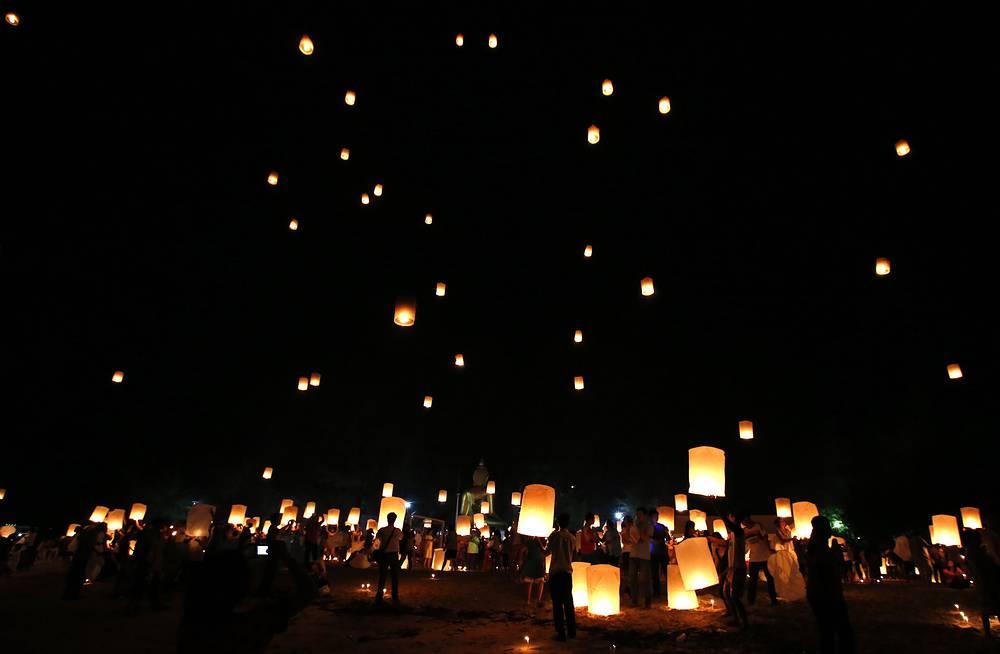 26 декабря в Таиланде почтили память погибших во время цунами десять лет назад. 26 декабря 2004 года в северо-восточной части Индийского океана произошло землетрясение магнитудой 9,5, которое вызвало самое смертоносное цунами в современной истории, повлекшее за собой гибель 300 тыс. человек