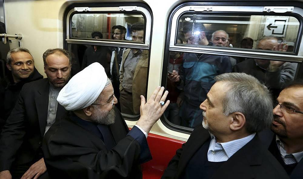 Президент Ирана Хасан Роухани в метро Тегерана, Иран, 2015 год