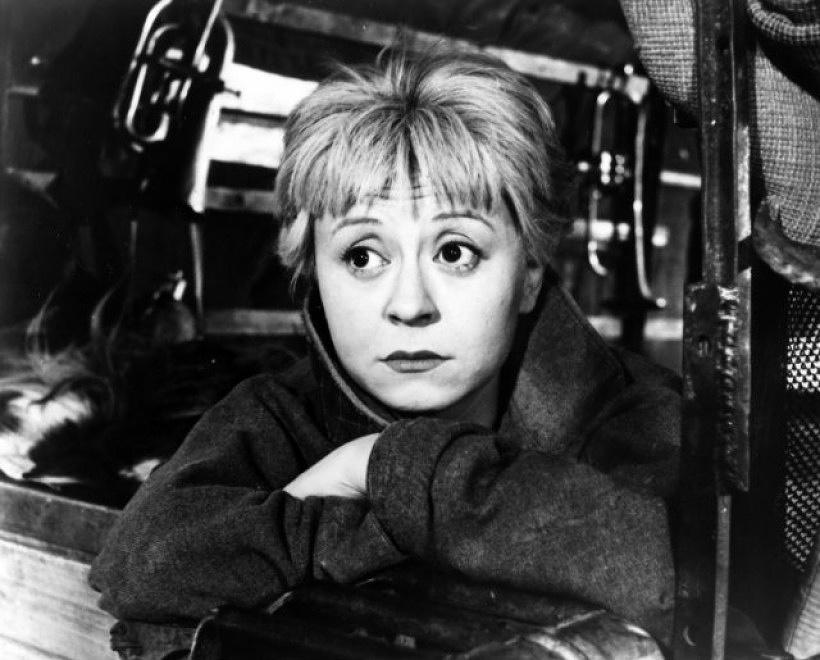 """Джульетта Мазина в фильме """"Дорога"""", 1954 год. Лента была удостоена премии """"Оскар"""" как лучший иностранный фильм. Позднее эту же награду получил фильм """"Ночи Кабирии"""" (1957 год), главную роль в котором также сыграла Мазина"""