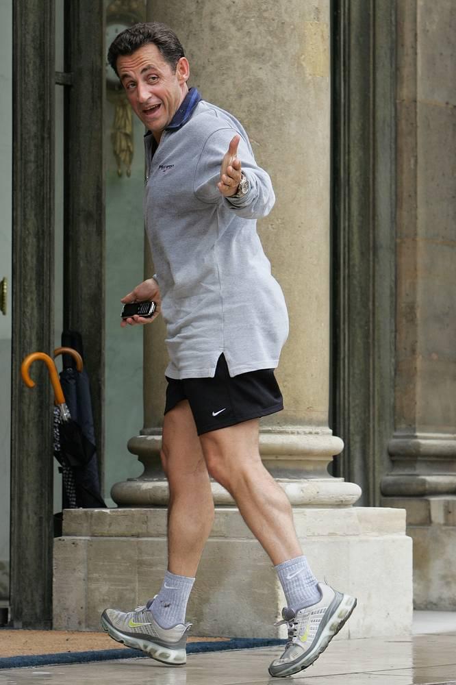 Президент Франции возвращается в Елисейский дворец после пробежки, 2009 год