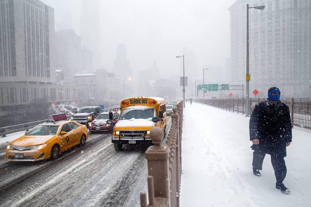 На Бруклинском мосту, Нью-Йорк