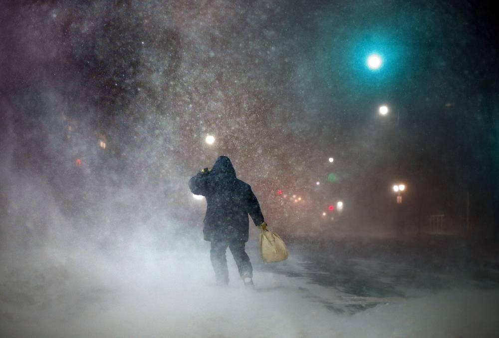 На северо-восток США на этой неделе обрушились снегопады. Они обошлись бизнесу Нью-Йорка в $200 млн. На фото: снежная буря в Портленде, 27 января