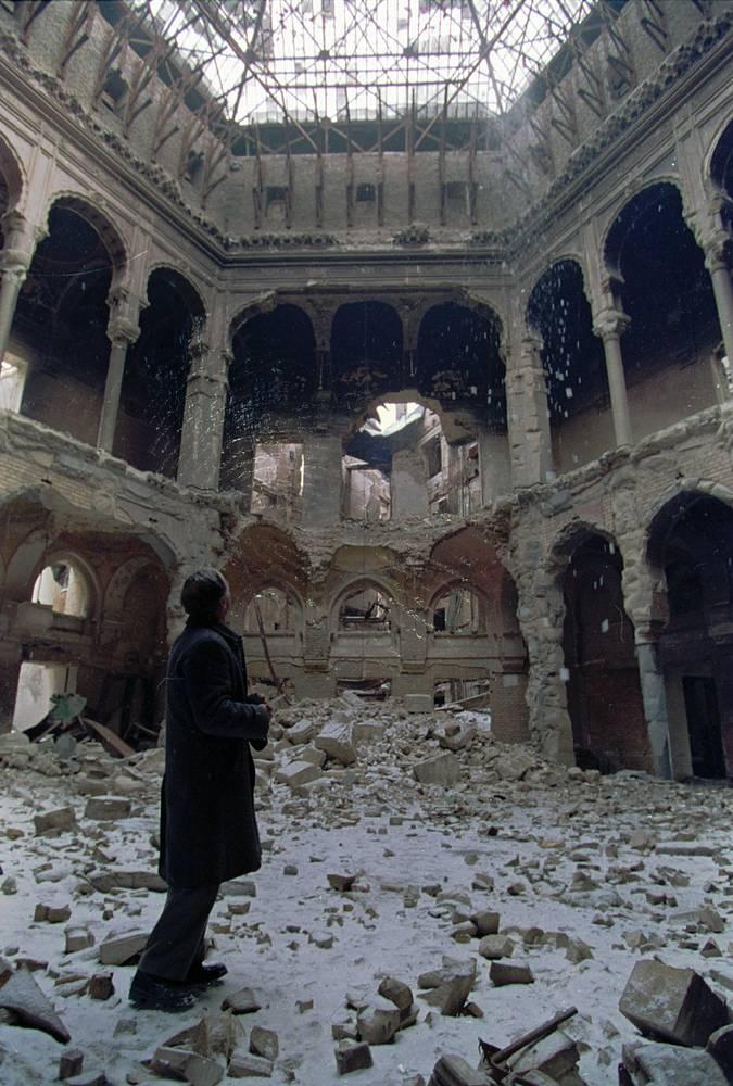 25 августа 1992 года во время осады Сараева сгорела Национальная библиотека Боснии и Герцеговины. В огне погибло и было украдено более 700 древних рукописей, всего было утрачено более 1 млн книг