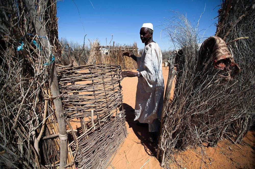 Ситуацию в Дарфуре называют крупнейшей гуманитарной катастрофой XXI века. ООН насчитывает около 3 млн перемещенных лиц, и их число постоянно растет