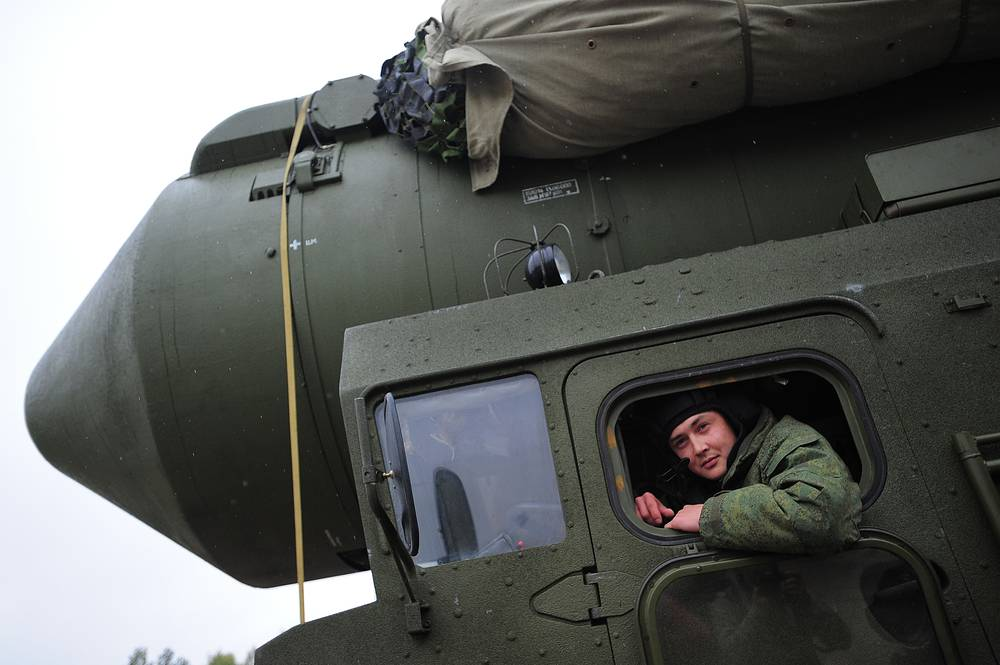 """Подвижный грунтовой ракетный комплекс (ПГРК) """"Ярс"""""""