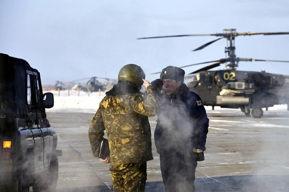 В ходе учений экипажи должны совершить различные маневры с целью ухода от удара средств ПВО условного противника с подавлением его радиолокационных средств