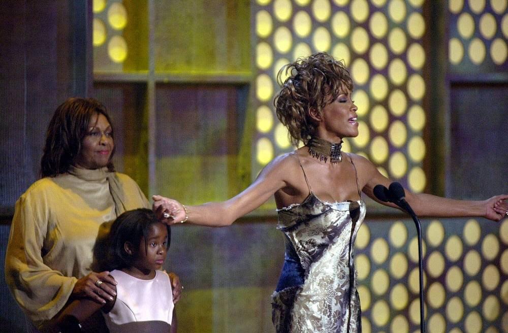 Уитни Хьюстон с матерью Сисси Хьюстон и дочерью Бобби Кристиной Браун, 2001 год