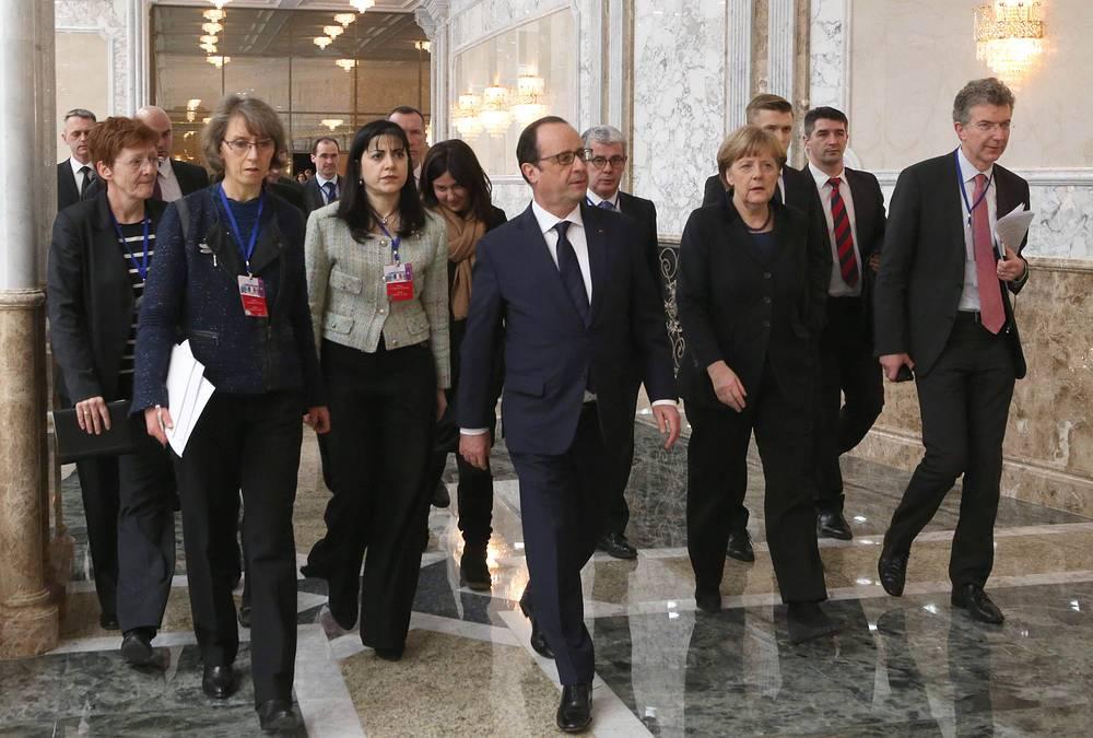 """Переговоры в """"нормандском формате"""" завершились 12 февраля и продолжались более 16 часов. Лидерам стран удалось договорится о прекращении огня с 0.00 часов 15 февраля"""