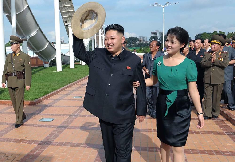 В июле 2009 года государственное телевидение КНДР объявило о том, что лидер страны Ким Чен Ын женился на Ли Соль Ю - выпускнице университета имени Ким Ир Сена. У пары есть дочь - Чу И