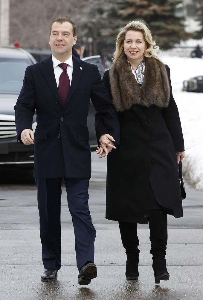 Премьер-министр России Дмитрий Медведев в браке со Светланой Медведевой с 1989 года. У супругов есть сын Илья (родился 3 августа 1995 г.) - студент международно-правового факультета МГИМО (У)