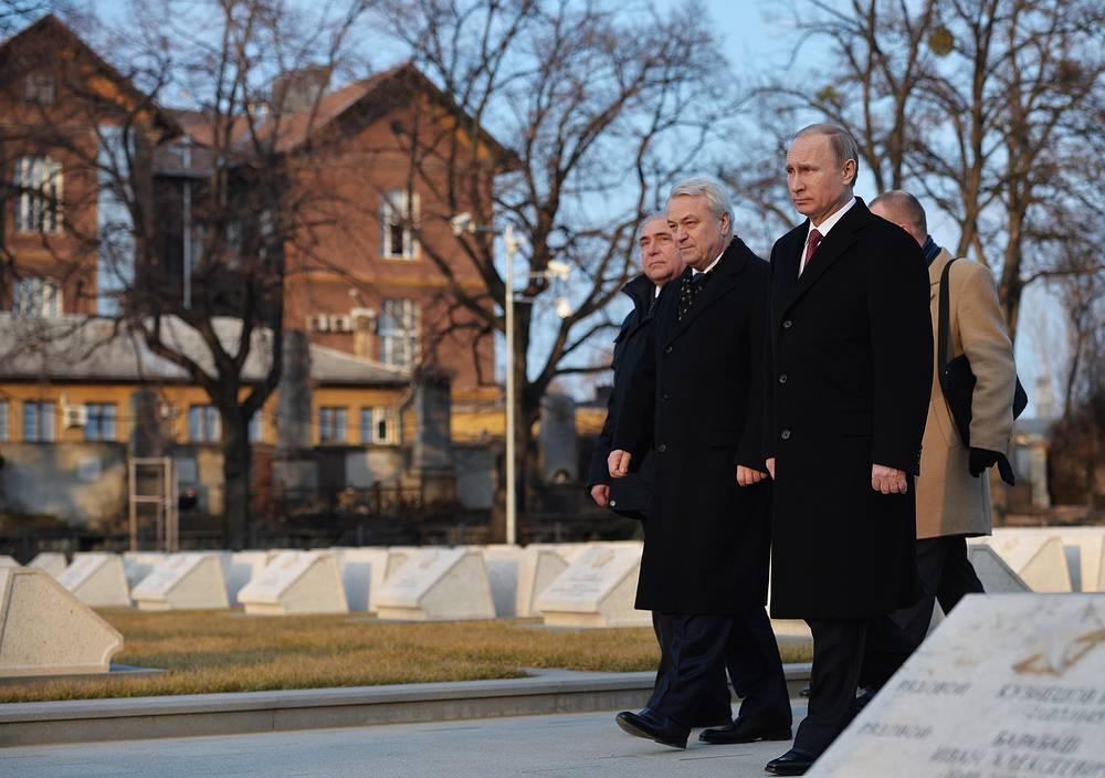 Президент России Владимир Путин и заместитель министра обороны РФ Николай Панков