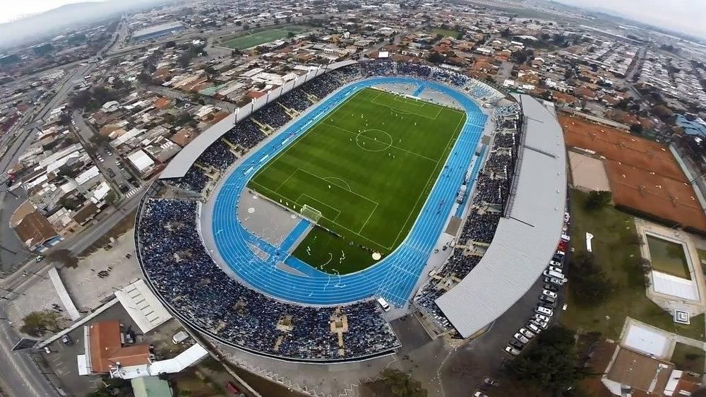 """Стадион """"Эль Теньенте"""" (Estadio El Teniente-Codelco), располагается в чилийском городе Ранкагуа. Вместимость: 14 тыс. зрителей. Домашняя арена клуба """"О`Хиггинс"""". Ввод в эксплуатацию: 2014 год"""