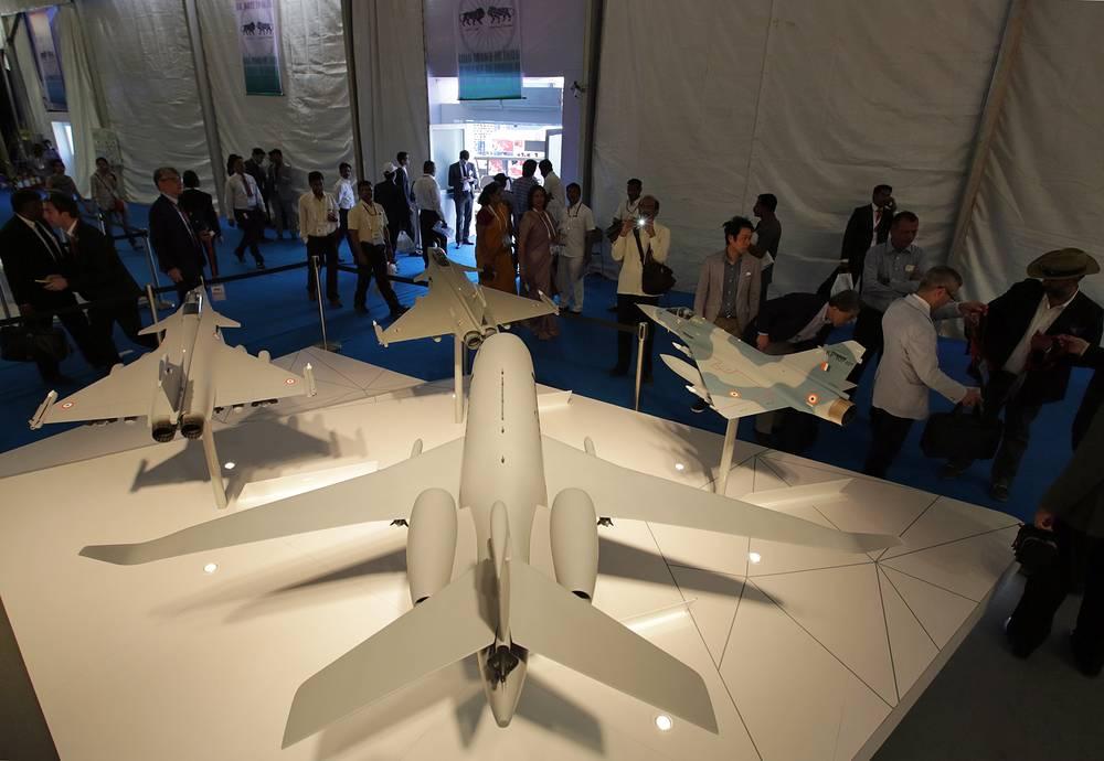 Стенд компании Dassault Aviation на авиакосмической выставке Aero India 2015