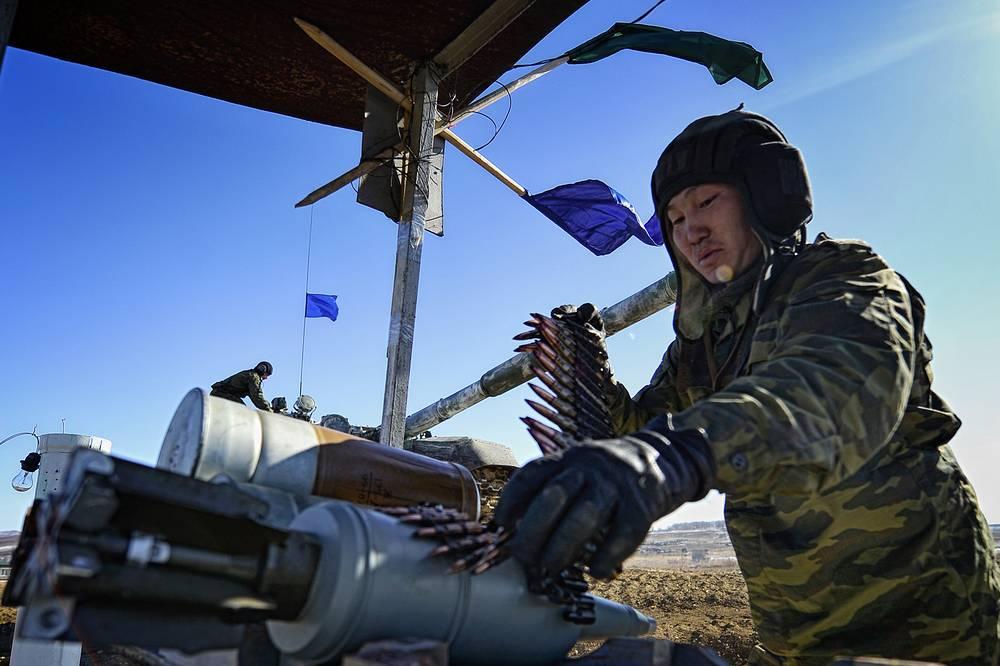 Экипаж получает боекомплект для пушки и пулеметов