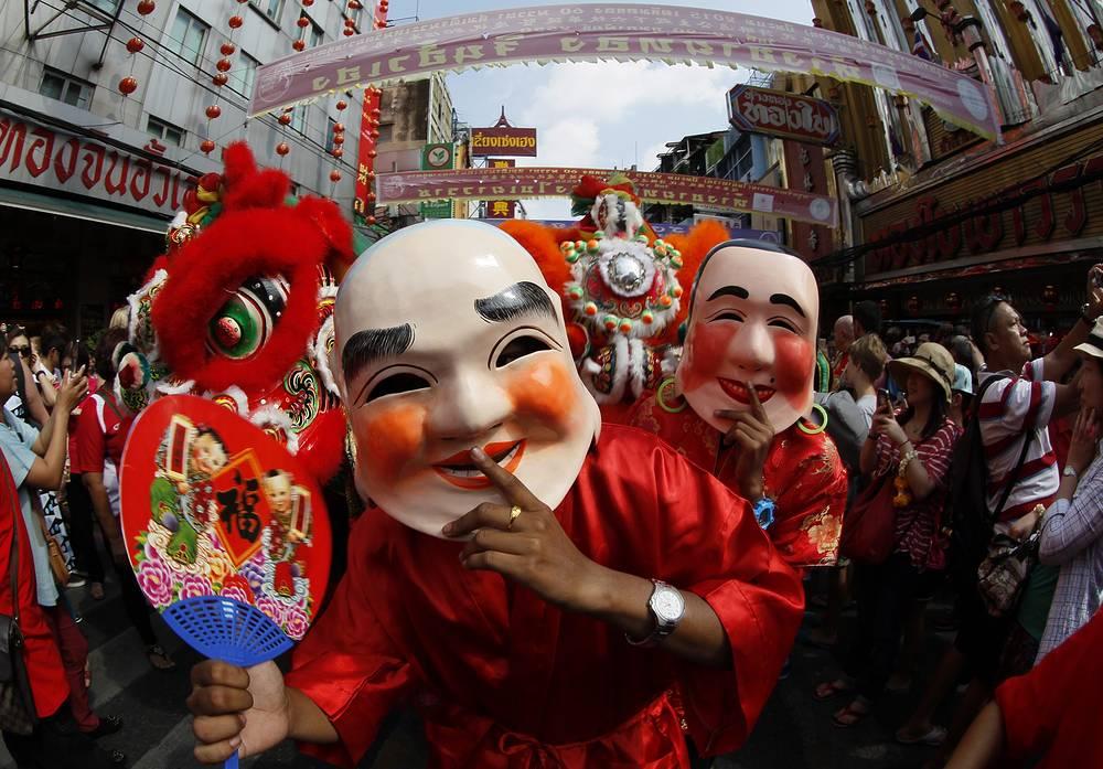 С 19 февраля по 5 марта отмечается Китайский Новый год. История праздника насчитывает 2 тыс. лет. На фото: парад на улицах Бангока, Таиланд