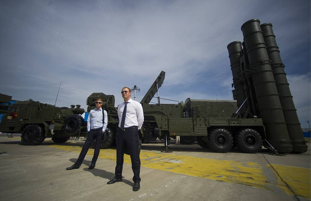 Зенитный ракетный комплекс С-400. В 2015 году ими оснастят три зенитно-ракетных полка