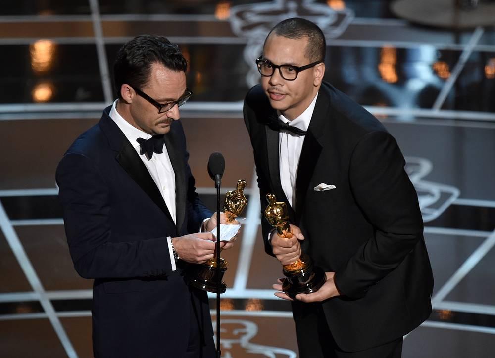 """Мат Кирби (слева) и Джеймс Лукас стали обладателями статуэтки в номинации """"Лучший короткометражный фильм"""" с фильмом """"Телефонный звонок"""""""