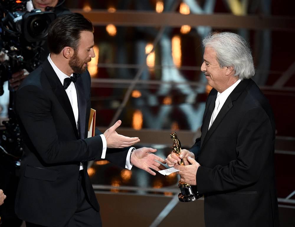 """Статуэтку в номинации """"Лучший звуковой монтаж"""" получил Алан Роберт Мюррей (справа) за фильм """"Американский снайпер"""""""