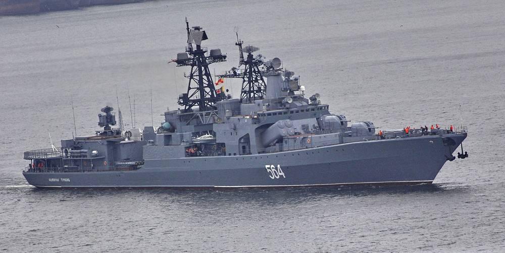 """БПК Тихоокеанского флота """"Адмирал Трибуц"""", в 2012 году в составе отряда кораблей ВМФ России принимал участие в охране торговых судов от пиратов в Аденском заливе"""