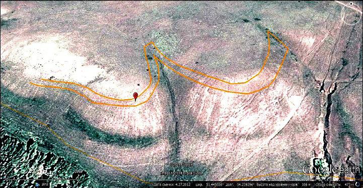 Предполагаемый горизонт с повышенной концентрацией железистых оолитов в районе находки (коричневые линии)