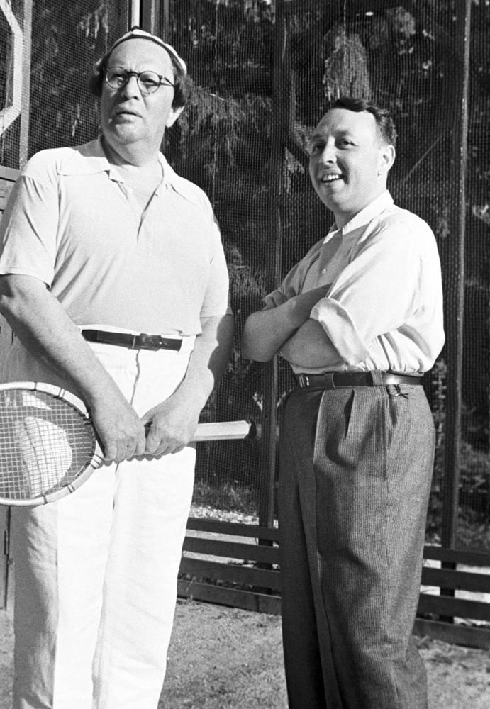 Писатель Алексей Толстой и драматург Владимир Соловьев во время отдыха в Кисловодске, 1939 год