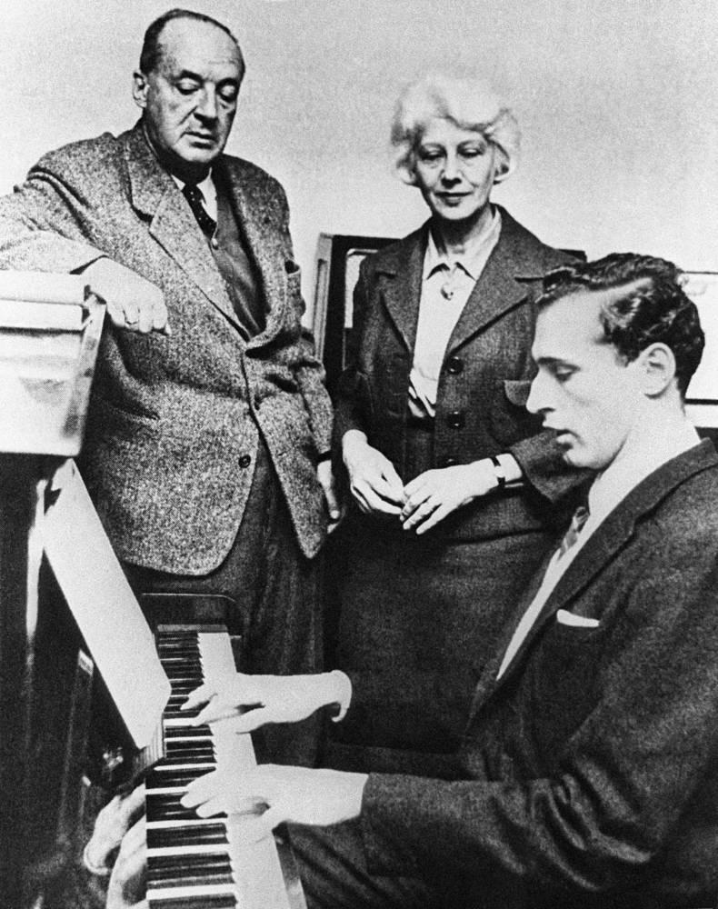 Владимир Набоков с женой Верой и сыном Дмитрием, 1960-е годы