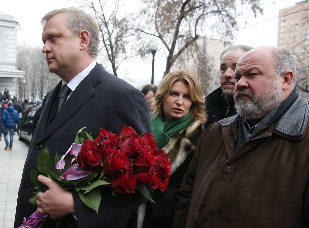 Руководитель департамента культуры Москвы Сергей Капков, бывший главный редактор РИА Новости Светлана Миронюк (в центре)