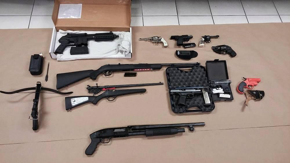 Оружие, найденное полицией у подозреваемого
