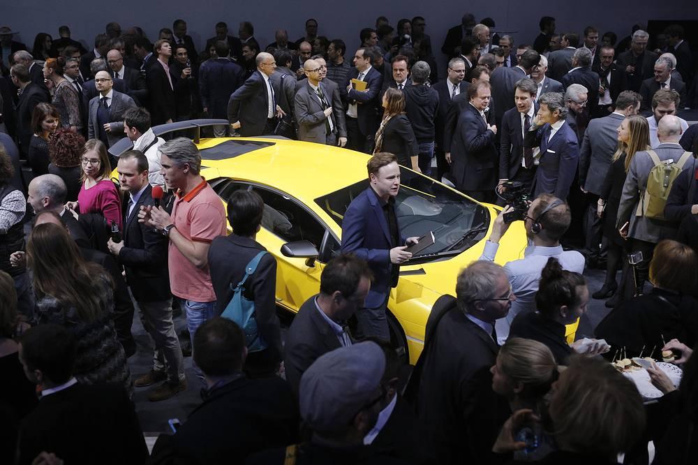 Итальянская Lamborghini представила купе Aventador SV мощностью 750 л.с.