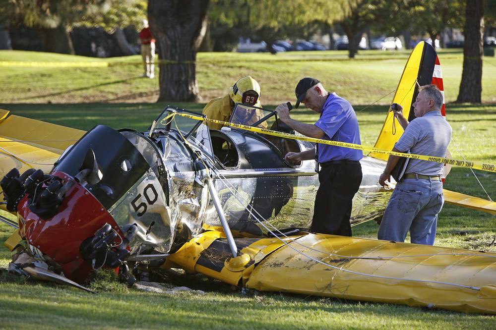 6 марта самолет голливудского актера Харрисона Форда упал на поле для игры в гольф в пригороде Лос-Анджелеса. 72-летний актер был доставлен в больницу с переломом руки и порезами головы