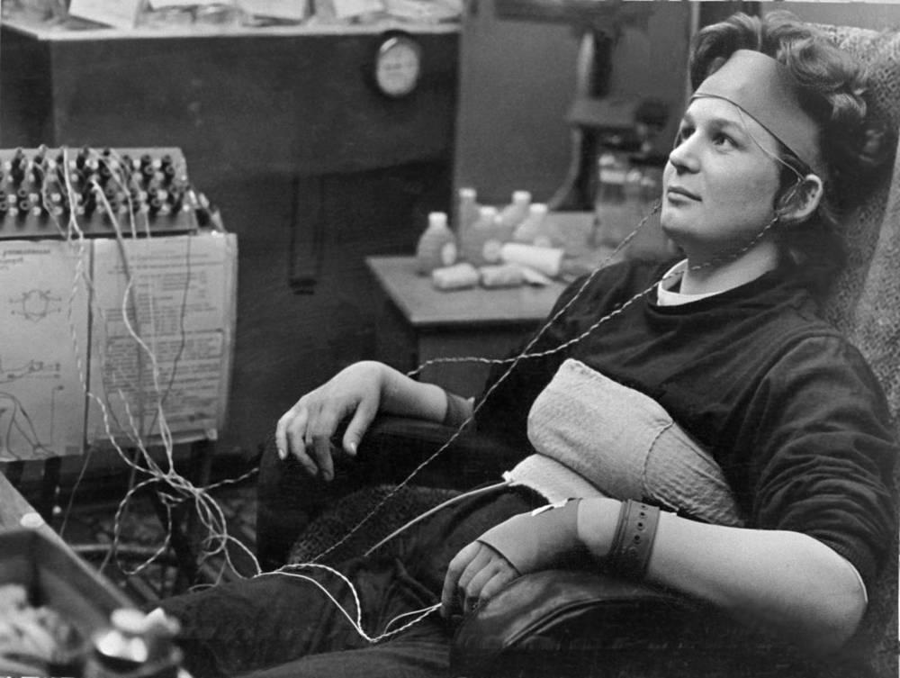 Валентина Терешкова - первая в мире женщина, совершившая космический полет. На фото - Терешкова проходит медицинское обследование в Центре подготовки космонавтов