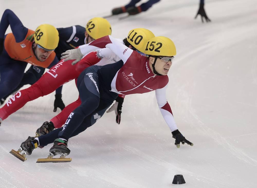 Семен Елистратов (в центре) во время забега на дистанцию 1500 метров