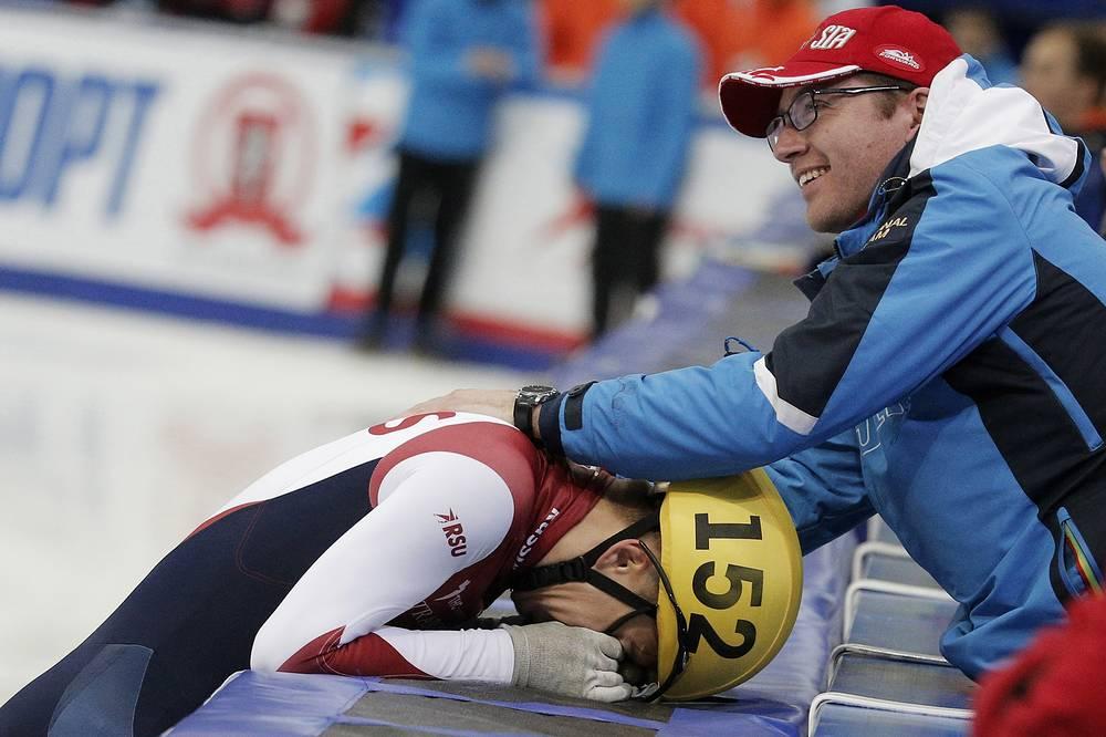Семен Елистратов и главный тренер сборной России по шорт-треку Себастьян Крос после