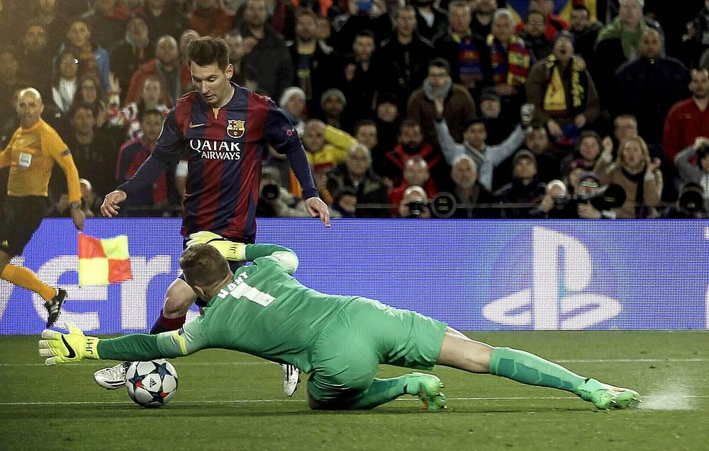 """Лидер атак """"Барселоны"""" Лионель Месси не сумел переиграть вратаря """"Манчестер Сити"""" Джо Харта"""