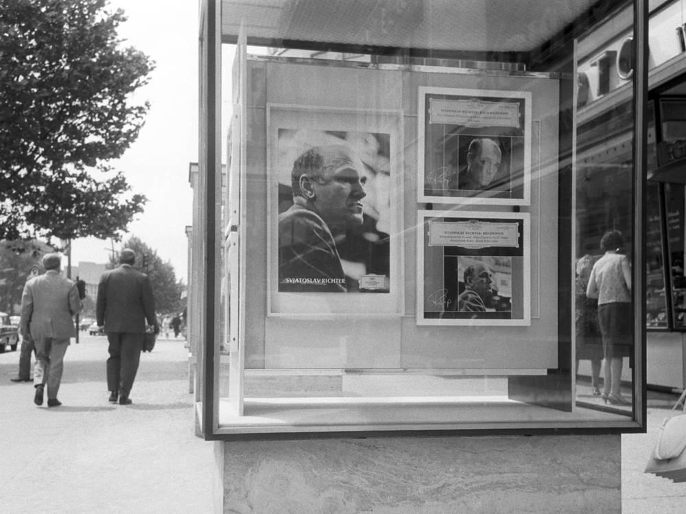 Германия. Берлин. Афиша концерта Святослава Рихтера на улице Курфюрстендамм , 1967 год