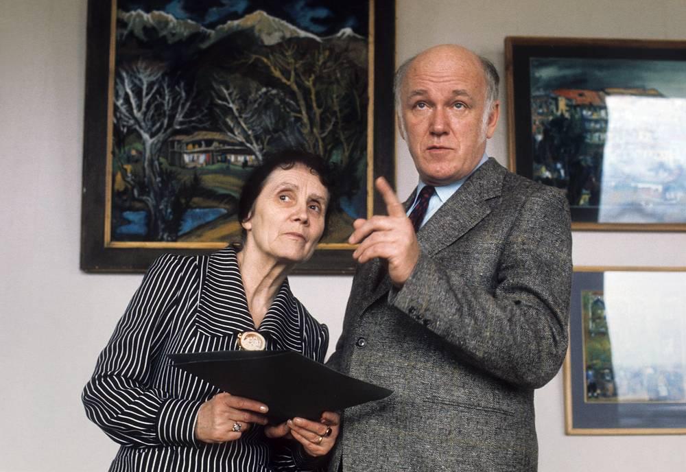 Святослав Рихтер с женой певицей Ниной Дорлиак в картинной галерее, 1973 год