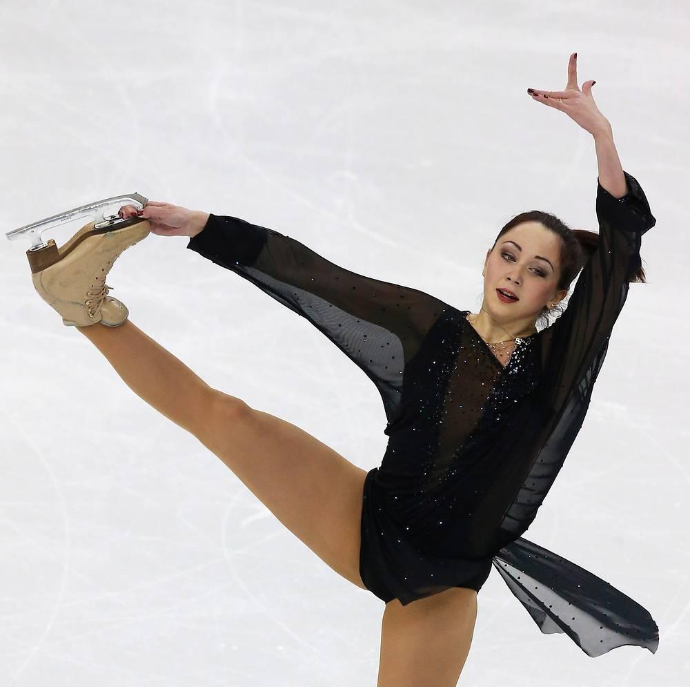 В соревнованиях женщин после короткой программы лидирует Елизавета Туктамышева, исполнившая сложный в женском одиночном катании прыжок - тройной аксель
